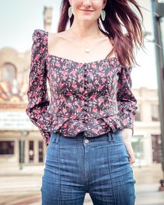 Cute floral top paired with high waisted denim jeans Stylish Dress Designs, Stylish Dresses, Crop Top Outfits, Cute Outfits, 70s Fashion, Fashion Outfits, Stylish Tops For Women, High Waisted Denim Jeans, Tops For Jeans