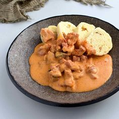 Thai Red Curry, Chicken, Meat, Ethnic Recipes, Food, Red Peppers, Essen, Meals, Yemek