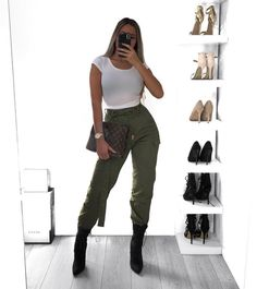 Women cargo pants outfits 30 ways to wear cargo pants 5 Cargo Pants Outfit, Cargo Pants Women, Black Dress Pants, Cute Casual Outfits, Stylish Outfits, Fashion Outfits, Modern Outfits, Camouflage Pants, Camo Pants