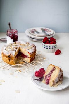 Today we're sharing a recipe for this totally scrumptious Raspberry Bakewell Cake, with fresh raspberries, ground almonds and almond extract for a classic bakewell flavour. Baking Recipes, Cake Recipes, Vegan Recipes, Dessert Recipes, Food Cakes, Cupcake Cakes, Bakewell Cake, Muffins, Great British Bake Off