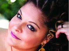 Comemorando 16 anos de carreira, a cantora Fabiana Cozza celebra com muito estilo em dois shows imperdíveis.