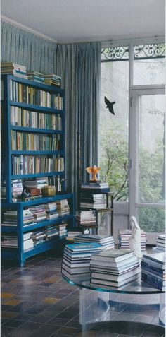Colores (piso, librero y paredes) + la ilumniación natural. Me gusta. brooke astor's sunroom by parish-hadley