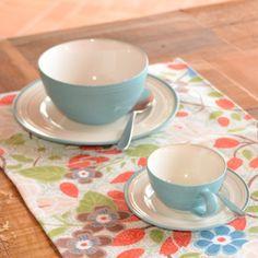Jogo de café da manhã em cerâmica  com xícara de chá + pires + bowl + prato de sobremesa. Jogo de cor viva e descolado para tornar o café da manhã um momento ainda mais especial!  Material: cerâmica  Dimensões:        Prato -  20 cm de diâmetro       Pires - 14 cm de diâmetro               Xícara -  8 cm de diâmetro        Bowl - 14 cm de diâmetro  Produto importado