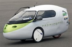 the 'prominence commuting device' ('PCD') by nagano-based japanese engineering studio team prominence is a street-legal ultra-compact electric vehicle. the car is billed as being 'more eco-friendly than a train' or public transport, Electric Car Concept, Electric Trike, Electric Cars, Electric Vehicle, Mini Car, Reverse Trike, Automobile, Pedal Cars, Rc Cars