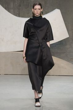 See the complete Marni Spring 2016 Ready-to-Wear collection.