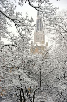 Basilica in snow  Copyright University of Notre Dame