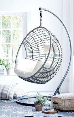 wei er h ngesessel mit gestell und grauem sitzkissen es war wird einmal gartentr ume. Black Bedroom Furniture Sets. Home Design Ideas