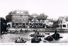 Downham :Southend pond was still a boating lake with canoes and little chugging motor boats and rowing boats for hire when I was a boy in the the Green Man Public House in 'Mock Tudor' is in the background London Pictures, Old Pictures, Old Photos, London History, Local History, Vintage London, Old London, Green Man Pub, London Places