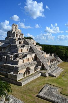 ✮ The Edificio de los Cinco Pisos (Building of the Five Storeys) at the Mayan ruins of Edzna, Campeche, Mexico. This pyramid is an example of the Puuc style of Classic maya architecture. Ancient Ruins, Mayan Ruins, Ancient Greek, Ancient Artifacts, Ancient Egypt, Belize, Temple Maya, Places To Travel, Places To See