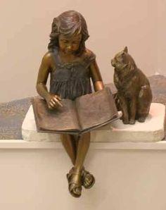 La bambina che legge e il gatto... Una splendida scultura in bronzo di Ann LaRosa..la potete ammirare presso la Sterling Public Library.