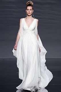 Abiti da sposa stile greco: morbida sensualità - Abito greco di Rosa Clarà