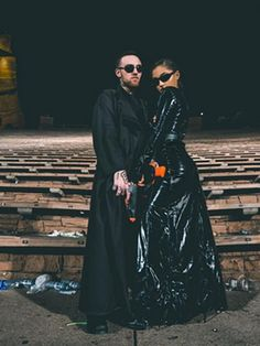 As Ariana Grande confirms Mac Miller split – see their love story in pictures - - Ariana Grande and Mac Miller have split up and our hearts are broken. Take a look at these photos to remember their cutest moments! 3 People Halloween Costumes, Halloween Kostüm, Halloween Outfits, Spooky Costumes, Mac Miller And Ariana Grande, Ariana Grande Mac, Halloween Parejas, Maquillage Halloween, Halloween Disfraces