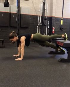 "17.3k Likes, 422 Comments - Alexia Clark (@alexia_clark) on Instagram: ""Crunch it Core Circuit 1. 15 Twist each side 2. 20 Crunch each leg 3. Stack as many that will…"""
