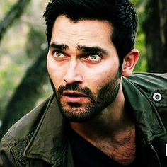 Derek Hale from Teen Wolf. Derek is sexy, brooding and sarcastic and comes from a family of werewolves. He was the Alpha until Scott proved to be a True Alpha. Now more of a big brother, that doesn't seem to have hurt his sex appeal. Teen Wolf Derek Hale, Teen Wolf Boys, Teen Wolf Cast, Tyler Hoechlin, Sterek, Raining Men, Film Serie, Dylan O'brien, Attractive Men