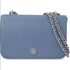 "⬇️PRICE LOW⬇️TORY BURCH ROBINSON SHOULDER HANDGAG FINAL PRICE With convertible chain link handles,Double the straps shoulder bag,or adjust to a single crossbody strap for hands-free style.Saffiano leather Double convertible shoulder straps Magnetic snap closure; lined Exterior back slip pocket, interior zip pocket, interior slip pocket 13""L x 3.5""W x 8.5""H; 13"" to 23"" strap drop   No trades, No paypal Tory Burch Bags"