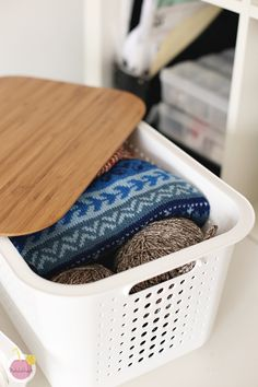 White SmartStore™ Basket with a bamboo lid