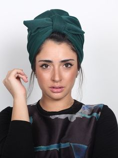 ready-to-wear Elegant knotted turban in green color. Great for evening-wear or special events. The turban is stretchy, light, and easy to wear! No tying involved, this turban is worn like a hat. Can be worn as a full or half head covering- tuck your Turban Outfit, Turban Hijab, Turban Style, Turban Headbands, Pigtail Hairstyles, Bobby Pin Hairstyles, Headband Hairstyles, Mode Turban, Head Turban