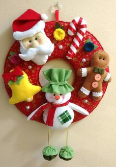 Guirlanda de Natal em tecido, 100% algodão, e feltro. Diâmetro - 28 cm Fazemos em outras cores. Consulte as opções. O tempo de produção pode variar de acordo com a agenda.