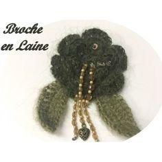 broche marguerite en lainage de couleur kaki décoration et customisation