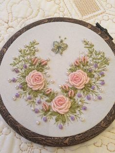 silk ribbon embroidery kits for beginners Ribbon Embroidery Tutorial, Floral Embroidery Patterns, Embroidery Flowers Pattern, Flower Embroidery Designs, Silk Ribbon Embroidery, Brazilian Embroidery Stitches, Hand Embroidery Stitches, Embroidery Hoop Art, Crewel Embroidery