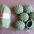 Tuto pour crocheter un cactus boule – Les creas de Timolea Cactus En Crochet, Freeform Crochet, Crochet Flowers, Crochet Stitches, Knit Crochet, Crochet Patterns, Cactus E Suculentas, Crochet Video, Diy Crafts To Do
