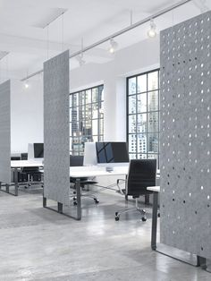 Work Zone Dividers are a great way to absorb sound, enhance speech intelligibility and add privacy, colour and style to … Open Space Office, Bureau Open Space, Open Concept Office, Corporate Office Design, Open Office Design, Industrial Office Design, Corporate Offices, Office Furniture Design, Workspace Design