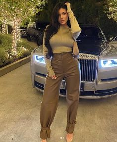 Kylie Jenner looks incredible in a champagne top and leather trousers as she went for girl's night out Mode Kylie Jenner, Trajes Kylie Jenner, Looks Kylie Jenner, Estilo Kylie Jenner, Estilo Kardashian, Kyle Jenner, Kylie Jenner Outfits, Kardashian Style, Kardashian Jenner