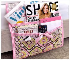 DIY: bedside caddy - for Mara's room. designs, though, including in my filing cabinet Sewing Basics, Sewing Hacks, Sewing Tutorials, Sewing Crafts, Sewing Patterns, Sewing Diy, Sewing Ideas, Bed Caddy, Bedside Caddy