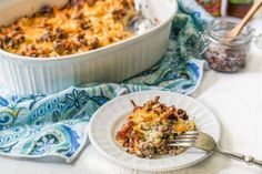 This keto cauliflower & cheeseburger casserole is pure comfort food. Freeze individual servings for a quick low carb lunch. net carbs per serving. Chicken Broccoli Casserole, Cauliflower Casserole, Keto Cauliflower, Casserole Dishes, Keto Casserole, Low Carb Cheeseburger Casserole, Microwave Dishes, Dinner With Ground Beef, Ground Beef Casserole
