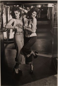 Kerry and Violet, platform shoes Auckland New Zealand 1975 Photo: Murray Cammick