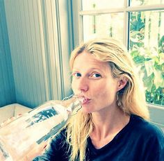 Gwyneth Paltrow Goes Without Makeup While Chugging Water in Selfie: Picture | Story | Wonderwall