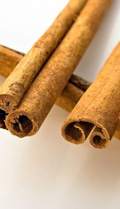 Cinnamon Oil Cinnamomum cassia Distilled from leaf and bark; spicy, warm, resinous odor. Never use directly on skin!