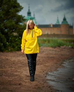 Rain Suit, Going To Rain, Rain Wear, Rain Jacket, Windbreaker, Raincoat, Gas Masks, Style Inspiration, Pullover