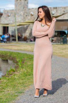 www.esteesmilook.com  Maxi vestido en color rosa palido  y zapatos grises en gamuza