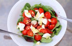 Салата от чери домати и спанак
