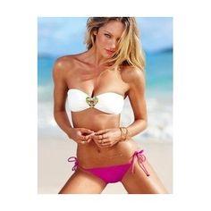 Bikini blanco y rosa, sujetador bandeau con adornos de pedrería y braga de color rosa.
