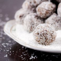 Pre or Post Workout Snack – Coconut Protein Balls