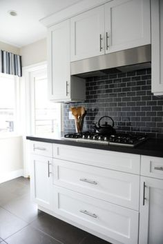 30 trendy kitchen backsplash with dark cabinets subway black countertops White Kitchen Backsplash, Kitchen Cabinet Colors, White Kitchen Cabinets, Kitchen Redo, Kitchen Tiles, New Kitchen, Updated Kitchen, Kitchen Design, Backsplash Ideas