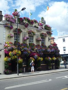 """Fullers Pubs, Restaurants and Taverns: Shown here is their Churchill Arms Pub & Tavern in the Kensington area of London England.  A beautiful and great example of """"Business Curb appeal"""" at it's finest and what we call a """"ParadeOfGardens""""! London Pubs, Old London, Fullers Pubs, Thai Place, Pubs And Restaurants, Kensington London, Garden Of Earthly Delights, Lovely Shop, Unique Gardens"""
