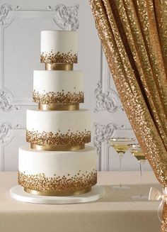 white wedding cakes Sequins on a cake - yes, please! These edible little accessories bring a white wedding cake to life. Gold looks so stylish against white and we could picture this at a glamorous wedding. Click through for more gold wedding cake ideas. Simple Elegant Wedding, Elegant Wedding Cakes, Wedding Cake Designs, Unique Weddings, Gold Weddings, Rustic Wedding, Gold Wedding Cakes, Elegant Cakes, Indian Weddings