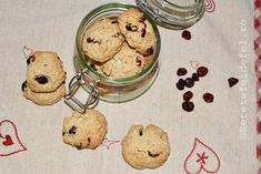 BISCUITI CU OVAZ SI MERISOARE Biscuit, Pancakes, Gluten, Healthy, Breakfast, Food, Morning Coffee, Essen, Pancake