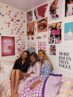 This kind of dorm room will look entirely amazing, must bear this in mind next time I've a chunk of bucks in the bank. Room Ideas Bedroom, Bedroom Inspo, Bedroom Decor, Neon Bedroom, Cute Room Ideas, Cute Room Decor, Photowall Ideas, Dorm Room Designs, Aesthetic Room Decor