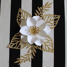 36 Ideas For Flowers Paper Gold Paper Flower Art, Paper Flowers Craft, Large Paper Flowers, Paper Flower Tutorial, Paper Flower Backdrop, Flower Crafts, Paper Crafts, Diy Crafts, Tissue Flowers