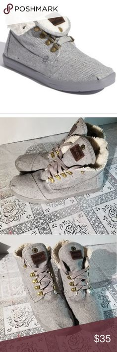 Shop Women's Toms Gray size Lace Up Boots at a discounted price at Poshmark. Gray Toms, Plus Fashion, Fashion Tips, Fashion Design, Fashion Trends, Womens Toms, Lace Up Boots, Outfits, Shoes