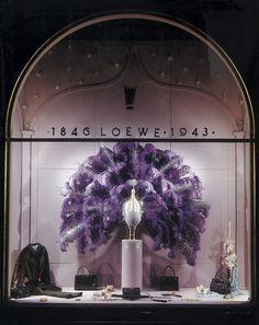 Pérez de Rozas fantastical window displays, 1940s. Click on the picture to explore Loewe's Heritage.