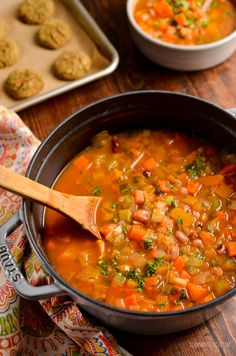 Syn Free Vegetable and Bean Stew - A perfect hearty filling dish to serve on a cold winter's day. #slimmingworld #weightwatchers #vegetables #beans #vegan #vegetarian #dairyfree #glutenfree #instantpot Vegan Recipes Broccoli, Vegan Recipes Videos, Vegan Dinner Recipes, Healthy Eating Recipes, Bean Recipes, Veggie Recipes, Soup Recipes, Cooking Recipes