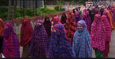 Berita Islam ! Hijab dan Cadar Inilah Pakaian Adat di Nusa Tenggara Barat... Bantu Share ! http://ift.tt/2wr0yHv Hijab dan Cadar Inilah Pakaian Adat di Nusa Tenggara Barat  Pakaian menutup aurat bagi para Muslimah seperti hijab Syar'i yang saat ini dikenal ternyata sudah ada sejak zaman dahulu di Nusa Tenggara Barat bahkan sudah menjadi tradisi dan budaya yang terus dilestarikan. Pakaian adat tersebut bernama Rimpu dikenakan para Muslimah Bima dan Dompu ketika keluar rumah. Ada 2 jenis Rimpu…