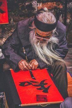 Calligrapher in Hanoi Vietnam Religions Du Monde, Cultures Du Monde, Hanoi Vietnam, Vietnam Travel, Laos, Nepal, Born In China, Square Photos, Photo Checks