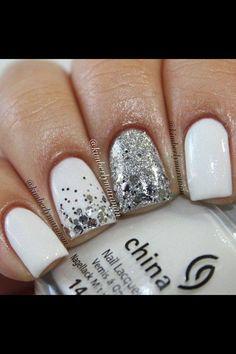 witte nagels met zilvere glitters
