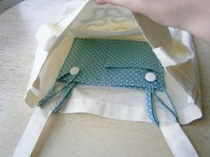 """Sewing Projects DIY Tote Pocket Insert - Love The easy sewing project for back to school. """"Insertable pocket for tote bags. This is simply brilliant! This idea could work Sewing Hacks, Sewing Tutorials, Sewing Patterns, Tote Bag Tutorials, Tote Bag Patterns, Sewing Ideas, Knitting Patterns, Fabric Crafts, Sewing Crafts"""
